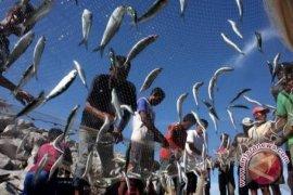 Beltim Bantu Nelayan Alat Tangkap Ikan