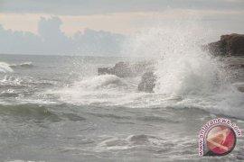 Potensi gelombang enam meter di perairan Bengkulu, BMKG ingatkan nelayan agar tak melaut