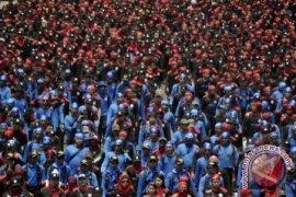 Unjuk Rasa Buruh Macetkan Jalan Protokol Jakarta