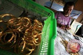 Polsek Denpasar Barat tangkap wanita pencuri uang-emas