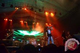 Jamrud Tutup Musik Kampus 2013 di Pontianak