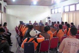 Pasukan Kuning Tuntut Kenaikan Gaji ke DPRD Padang