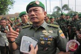 Hujan Deras Warnai Permainan Golf Panglima TNI