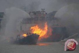 Kapal perang terbakar di area Kolinlamil Jakarta Utara
