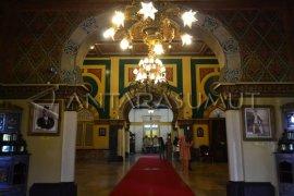 Kunjungi Istana Maimun