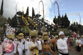 Pemprov Bali Diminta Serius Tata Pura Besakih
