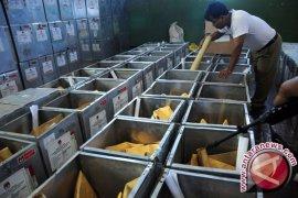 KPU Bekasi distribusikan logistik Pilkada dua tahap