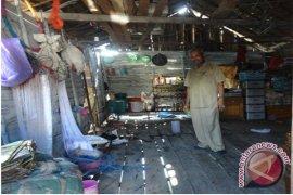 Kemenpera Help 344 Home Repair for the Poor