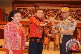 Kapolda Kalbar Silaturahmi Dengan Dewan Adat Dayak