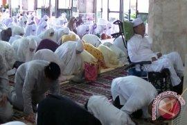 Syaukani Shalat Ied di Masjid Agung Tenggarong
