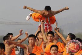 11 orang termasuk biksu ditahan karena bentrok dengan polisi