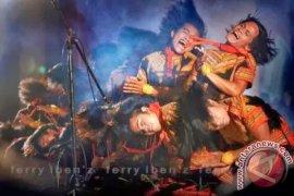 LESTARIKAN WARISAN BUDAYA AGAR TAK DISANKSI UNESCO Oleh Zita Meirina