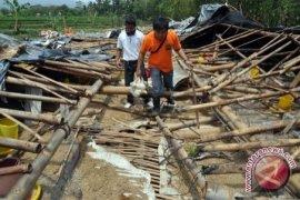 Korban Bencana Puting Beliung Terima Bantuan