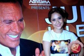 BCL Terpilih Jadi Rekan Duet Julio Iglesias