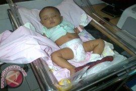 Warga Temukan Bayi di Pinggir Jalan