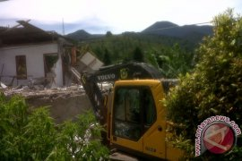Bongkar vila di Puncak, satu alat berat rusak