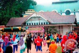 Dharma Wanita Persatuan Singkawang Gelar Senam Bersama