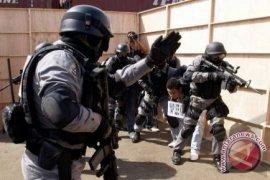 Densus 88 Mabes Polri amankan satu lagi tersangka teroris di Surabaya