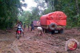 PT PAM Perbaiki Jalan Sungai Asam Asal-asalan