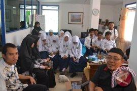 Siswa SMP IT Khairunnas Bengkulu kunjungi LKBN Antara