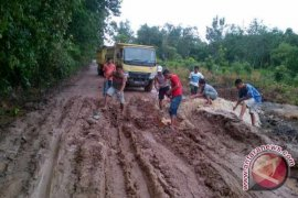 Pemkab Sekadau Alokasikan Rp10 M Untuk Jalan Sungai Ayak