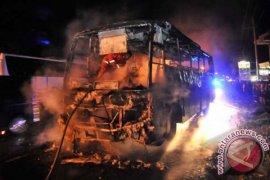 Bus Dibakar Massa