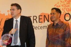Gita Wirjawan Ajak Parlemen WTO Kenakan Batik