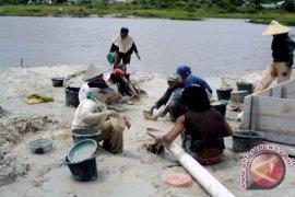 Polisi Minta Penambang Timah Air Putih Hentikan Aktivitas