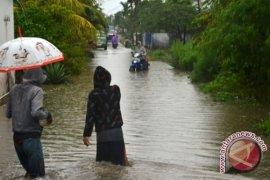 Sebagian ruas jalan di Bengkulu tergenang