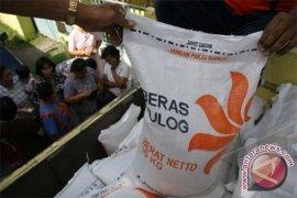 Harga Beras Bulog di Pasar Ambon Stabil