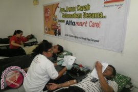 Alfamart Gelar Donor Darah Masal