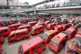 Banyak Angkutan Karawang Tidak Layak Jalan