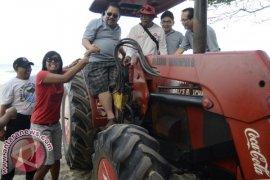 LKBN ANTARA Turun Tangan Bersihkan Pantai Legian