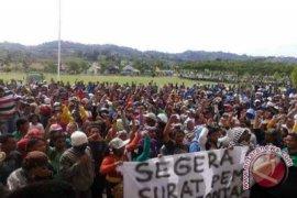 Buruh HTI Demo Pemkab Gorut Terkait Penghentian Izin