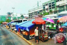 Bupati Purwakarta: kios gratis untuk hilangkan PKL