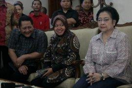 Megawati Larang Tri Rismaharini Mundur