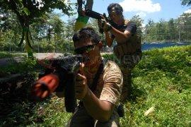 Latihan Airsoft Gun