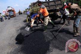 Lubang Jalan Kalimalang Kota Bekasi Mulai Diperbaiki