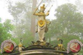 Umat Hindu Rayakan Hari Saraswati