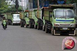 Pemkot Bekasi perketat aturan operasional truk tanah