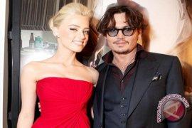 Johnny Depp Bertungan Dengan Amber Heard