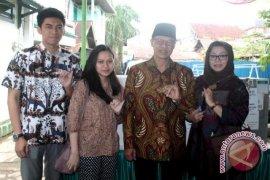 M Syahrun Coblos di TPS 36 Samarinda Ulu