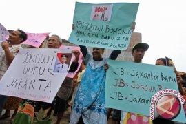 Warga protes pencalonan Jokowi sebagai presiden