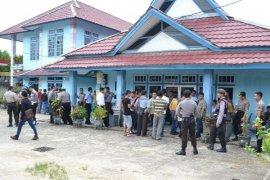 Tolak Hasil Pleno PPK, Loyalis Caleg Tuntut Hitung Ulang