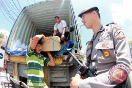 Tujuh Mobil Box Angkut Naskah UN