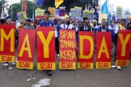 May Day Jakarta Nyampah 8 Ton