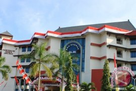 Governor receives KARS plenary certificate for Ulin Hospital