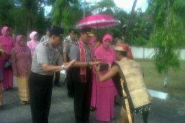 Kapolda Kalbar Disambut Ritual Adat Dayak dan Melayu Landak
