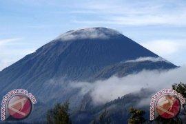 Ratusan Pendaki Padati Jalur Pendakian Gunung Semeru