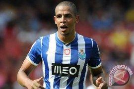 Fernando akan pindah ke Manchester City dari Benfica